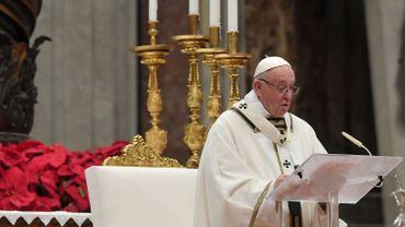"""Dans son homélie de Noël, le pape critique """"la voracité consumériste"""" de l'humanité"""