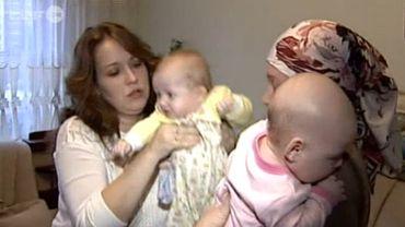Les deux mamans portant le même prénom ont échangé leurs enfants