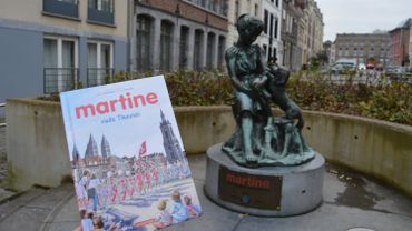 Dans l'ouvrage Martine visite Tournai, Martine, qui a sa statue avec son chien Patapouf à la rue Perdue, devient guide à Tournai.