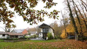 Maison contemporaine sur terrain difficile en Brabant Wallon.