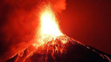 Le Volcan de feu au Guatemala est sous haute surveillance après de nouvelles explosions