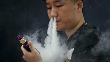 Dangers de l'e-cigarette: les spécialistes de la santé flamands, pas d'accord