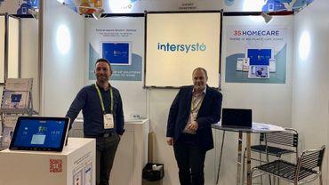 Dominique Duhayon et Benjamin Voiturier présentent fièrement au monde entier Intersysto et son logiciel d'accompagnement pour les séniors