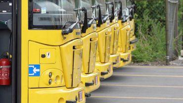 Plusieurs bus du dépôt des TEC de Mons ont été la cible de vandales (illustration).