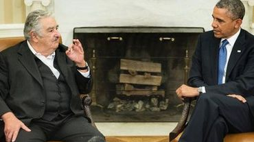 Le président américain Barack Obama (d) et le président uruguayen José Mujica avant une réunion dans le bureau ovale de la Maison-Blanche 12 mai 2014, à Washington