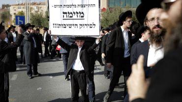 Jérusalem: des milliers d'ultra-orthodoxes manifestent contre le service militaire