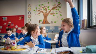 Coronavirus : les écoliers anglais retournent en classe, d'autres pays serrent la vis
