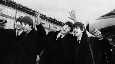 John Lennon, Ringo Starr, Paul McCartney  George Harrison, à leur arrivée le 7 février 1964 à l'aéroport  John F. Kennedy à New York