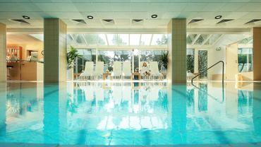 Une piscine chauffée pour se relaxer le temps d'un weekend