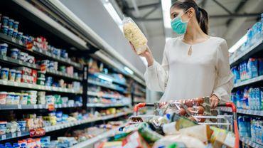 Près de 8 Belges sur 10 souhaitent que le masque soit rendu obligatoire dans les magasins