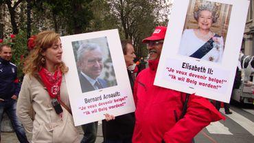 Avec humour, les manifestants s'en prenaient vendredi à la Belgique comme paradis fiscal.