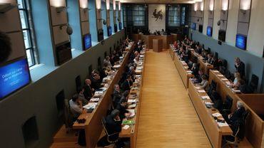 Crise politique francophone: à quoi s'attendre au Parlement wallon?