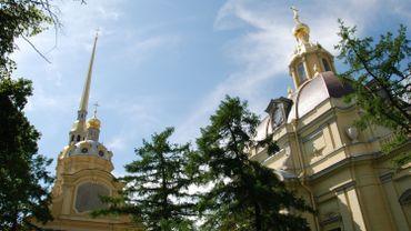 L'ouverture du tombeau, dans la cathédrale Pierre-et-Paul, a été effectuée par des enquêteurs et des experts en génétique et médecine légale en présence de représentants de l'Eglise orthodoxe.