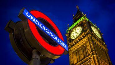 """Le """"night tube"""", inauguré vendredi soir par le maire de Londres Sadiq Khan, devrait accueillir 200.000 voyageurs d'ici à la fin de l'année."""