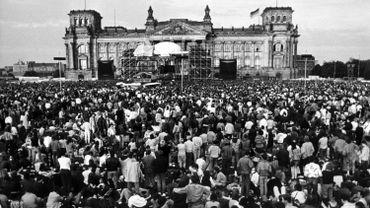 Le 6 juin 1987, David Bowie donnait un concert devant le Reichstag