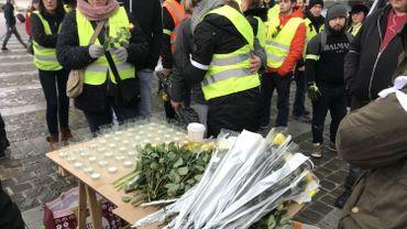 À Namur, Bruxelles, Liège, les gilets jaunes rendent hommage à Roger, le manifestant décédé hier