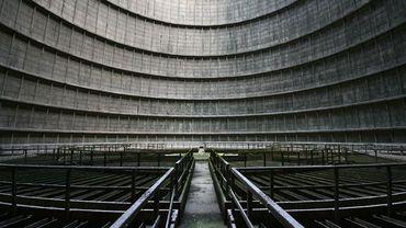 Tour de refroidissement d'une centrale électrique à Monceau sur Sambre