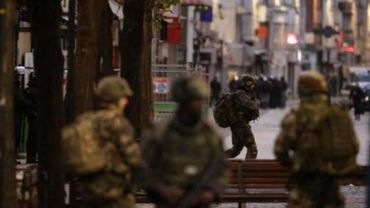 France: la justice confirme une femme kamikaze tuée, cinq arrestations