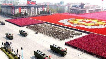 Photo diffusée par l'agence officielle nord-coréenne en avril 2007 montrant des missiles de l'armée nord-coréenne lors d'un défilé à Pyongyang.