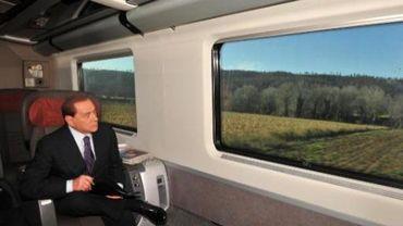 Silvio Berlusconi, dans le train entre Rome et Milan
