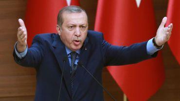 u lendemain de la tentative de coup d'état, Erdogan a lancé une vaste purge pour éliminer l'influence des membres de la confrérie de Gülen.