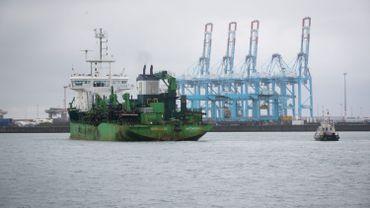 """""""Nous savons que Zeebrugge reste un pôle d'attraction sensible pour les migrants en transit et nous sommes conscients des préoccupations des autorités locales"""", assure le cabinet de Jan Jambon."""