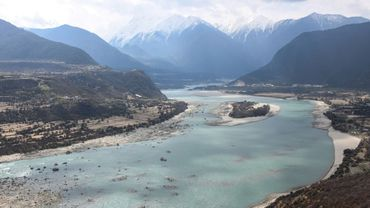 Le canyon Yarlung Zangbo à son passage par la ville de Nyingchi, au Tibet, le 28 mars 2021