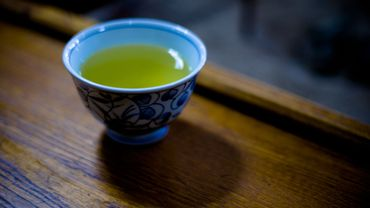 L'eau en bouteille révélerait les antioxydants du thé vert