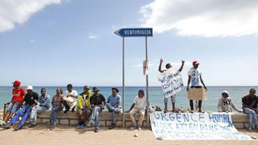 Des centaines de migrants coincés en Italie sont repoussés par la police française