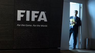 Un membre du staff de la FIFA avant la conférence de presse de mercredi.