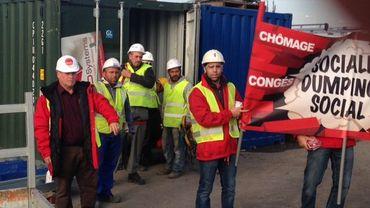 Une dizaine de syndicalistes a pu pénétrer sur le chantier pour mener son action de sensibilisation.