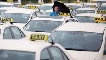 """Le secteur considère qu'Uber """"enfreint la loi en matière de services de taxi"""" (illustration)."""