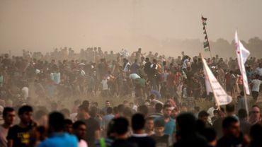 Des manifestants palestiniens rassemblés près de la barrière de sécurité séparant la bande de Gaza à Israël, le 19 octobre 2018