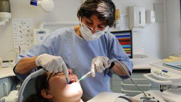 Près de la moitié des dentistes facturent ce qu'ils veulent