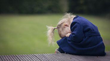 La souffrance des filles serait sous-estimée face à celle des garçons.