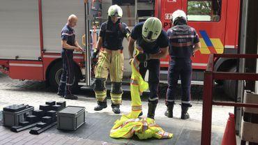Les pompiers bruxellois doivent se débarrasser de 400 kg de vêtements: depuis les attentats, interdit de les revendre!
