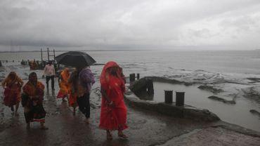 Le cyclone Bulbul a touché les côtes indiennes ce samedi, faisant deux premières victimes