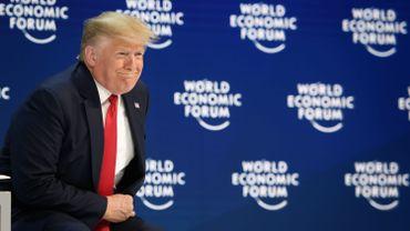 """""""Nous devons rejeter les prophètes de malheur et leurs prédictions d'apocalypse"""", clame Trump à Davos"""