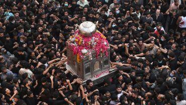 Pakistan: une procession religieuse en plein Covid rassemble des milliers de personnes