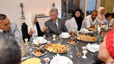 Il y a trois ans, le roi Philippe participait à une rupture du jeûne dans une famille musulmane.