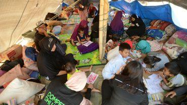 Des survivants du tremblements de terre à Lapangan Tanjung dans le nord de Lombok