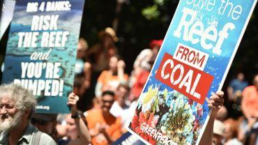 Rassemblement d'opposants au projet de mine géante près de la Grande barrière de corail, à Sydney le 13 février 2015