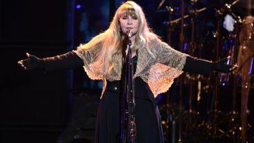 """Stevie Nicks : """"portez un masque et restez chez vous au maximum"""""""
