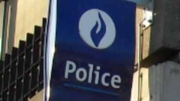 Grande frayeur hier à Paliseul quand un homme d'une cinquantaine d'années, armé, s'est retranché dans dans un bâtiment derrière la pompe à essence  rue de la station.