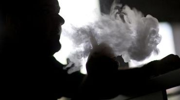 """Le lancement d'une cigarette électronique à l'extrait de cannabis présentée comme """"100% légale"""", sans effet psychotique mais """"relaxante"""" et """"anti-stress"""", suscite les interrogations de spécialistes des addictions"""
