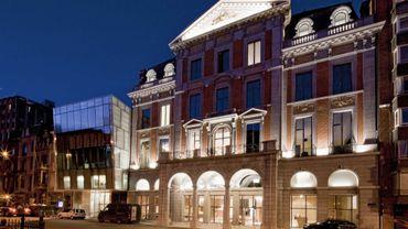 Inauguré il y a deux ans, le Théâtre de Liège se voit consacrer un livre.