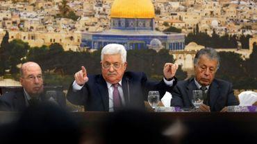 Le président palestinien Mahmoud Abbas (C) lors d'une réunion à Ramallah, en Cisjordanie occupée, le 14 janvier 2018