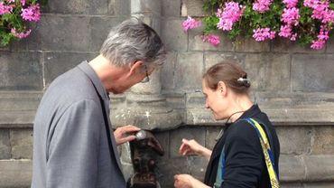 François Schuiten et Michèle Anne De Mey en ont profité pour rendre une petite visite au singe de la Grand-Place