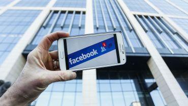 """Facebook se fiche de lutter contre les fake news"" estime Brooke Binkowski."