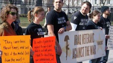 Des vétérans américains des opérations en Irak manifestent devant la Maison Blanche le 19 mars